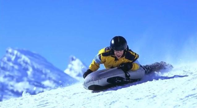 Nafukovací polštář může jet rychlostí až 100 km/h. Zdroj: youtube.com
