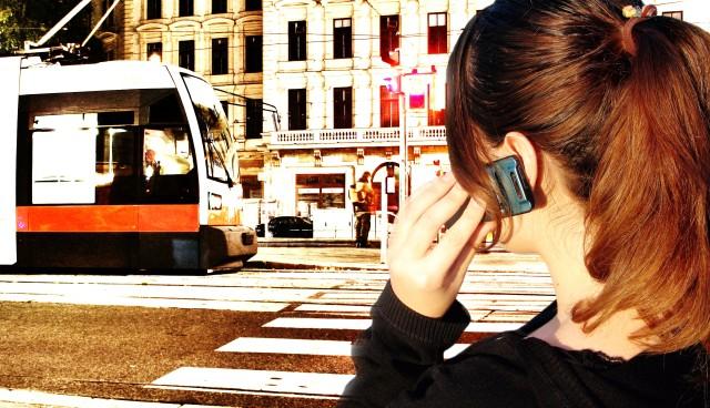 Chytrý telefon koupí jízdenku nebo vyhledá jízdní řád. Foto: Marián Luha, TOPZINE.CZ