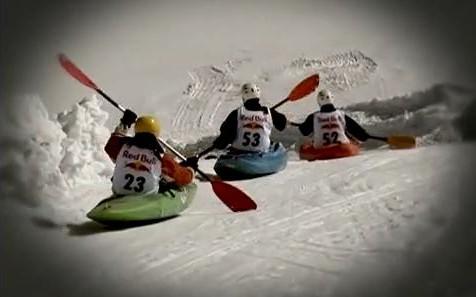 Závody v kajakování na sněhu, Zdroj: youtube.com