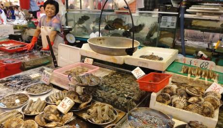 Wetmarkety v Hongkongu nabízí čerstvou zeleninu, živé ryby a spoustu dalších dobrot, FOTO: Barbora Babčanová, Topzine.cz