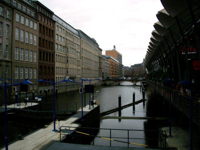 Hamburg je město na vodě. Foto: Monika Bukáčková, Jenprocestovatele.cz