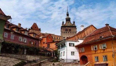 Sighisoara nejspíš zaujme turisty více než šedivá Bukurešť, zdroj: youtube.com