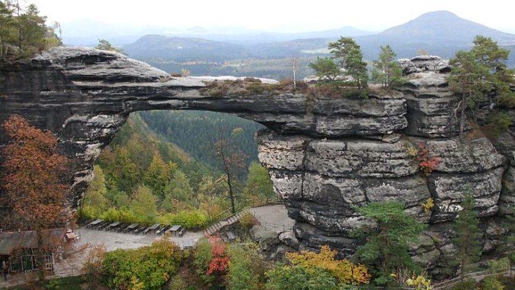 Pravčická brána je jeden z nejhezčích přírodních útvarů v Česku. Zdroj: Sredlova, wikimedia,org