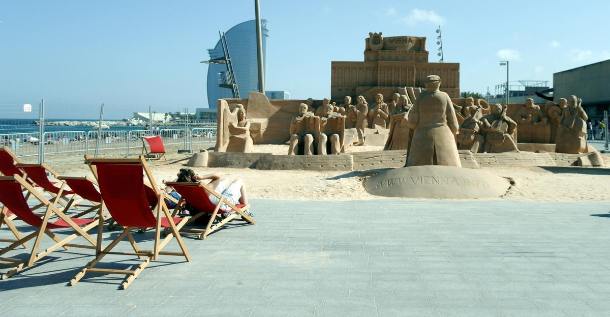 městská pláž se světovým obchodním centrem na obzoru, Foto: Marketa Dudkova, www.JenProCestovatele.cz