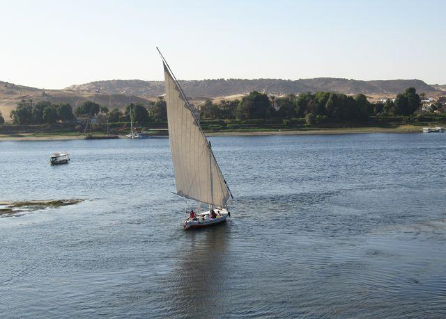 Feluccy jsou typické egyptské plachetnice, které brázdí vody Nilu.