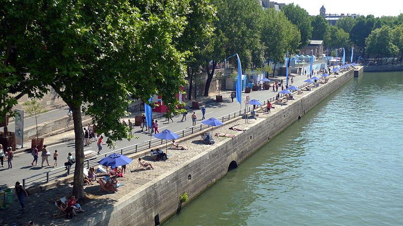 Pařížská pláž kolem Seiny, Zdroj:  jean-louis Zimmermann, Wikimedia.org
