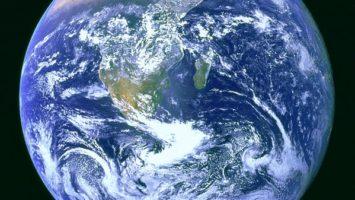 odkud by majitel Zemi řídil? Zdroj: wikipedia.org