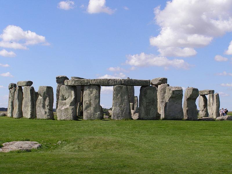 Stonehege zahaluje mnoho tajemství. Zdroj: garethwiscombe, Wikipedia.org