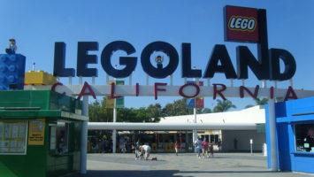 Vstup do Legolandu v Kalifornii. zdroj: Simon_sees, Wikimedia.org