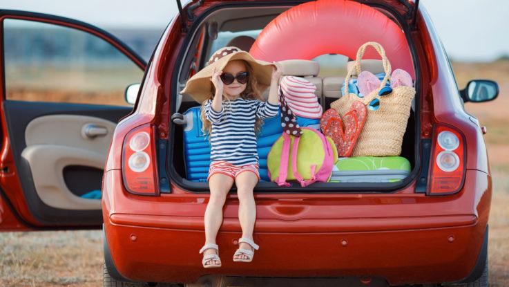 Co si s sebou vzít na dovolenou k moři autem