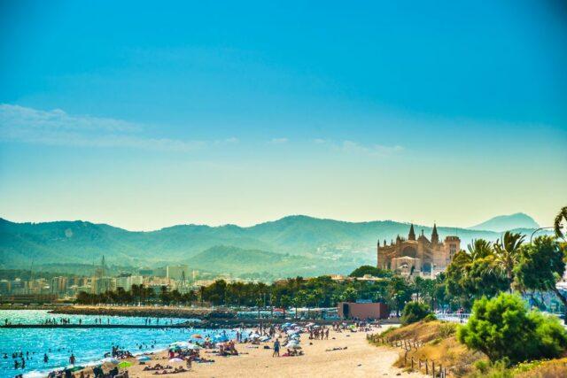 Pláž na Mallorce, kam za exotikou v červnu
