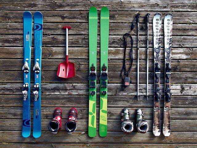 Jak správně vybrat sjezdové lyže
