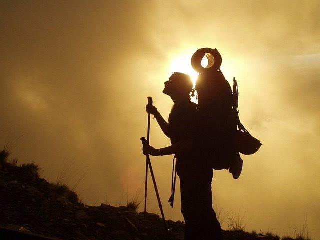 Jak správně chodit s trekingovými holemi