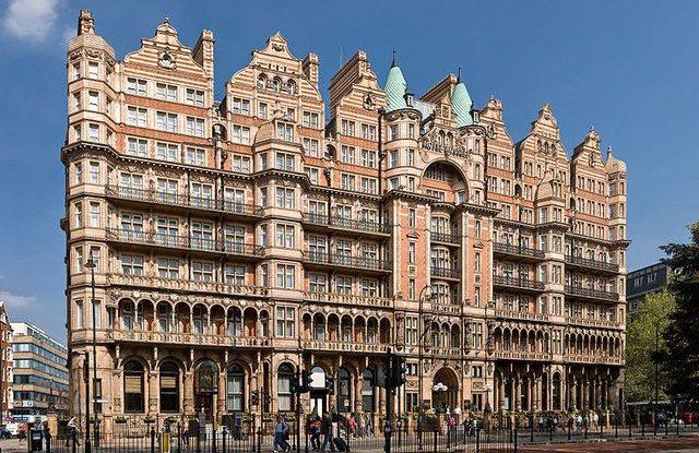 Hotel s replikou jídelny z Titaniku