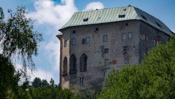 Máchovo jezero, hrad Houska