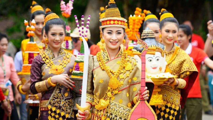 Luang Prabang, novoroční festival, cestování po Laosu