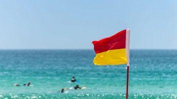 Výstražné vlajky na pláži