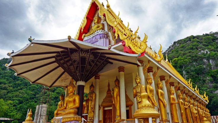 Buddhistická chrám Tham Krabok v Thajsku
